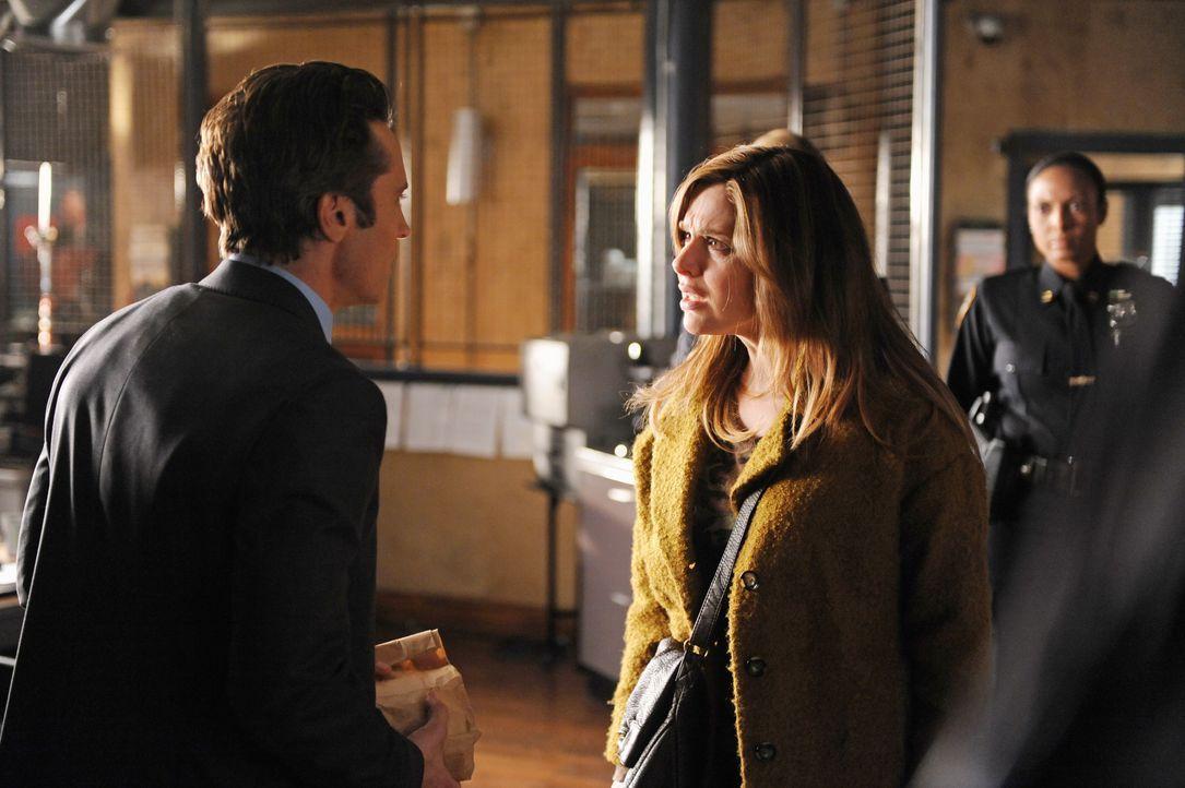 Kevin Ryan (Seamus Dever, l.) muss zugeben, dass er Siobhan O'Doul (Cara Buono, M.), die plötzlich im Revier auftaucht, noch aus seiner Zeit bei der... - Bildquelle: ABC Studios