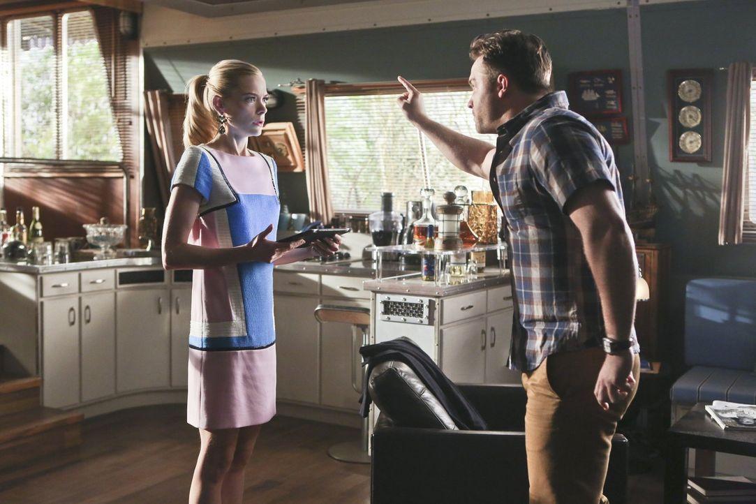 Die Unstimmigkeiten zwischen George (Scott Porter, r.) und Lemon (Jaime King, l.) arten immer weiter aus ... - Bildquelle: Warner Brothers