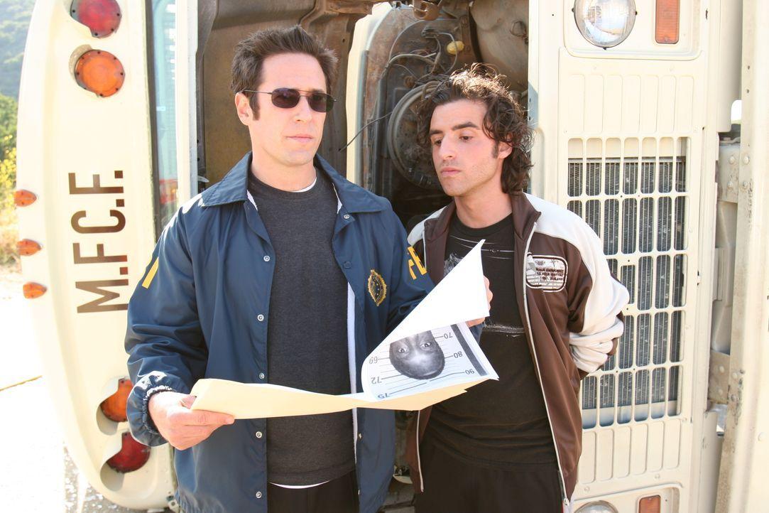 Gemeinsam versuchen Don (Rob Morrow, l.) und Charlie (David Krumholtz, r.) einen neuen Fall zu lösen ... - Bildquelle: Paramount Network Television