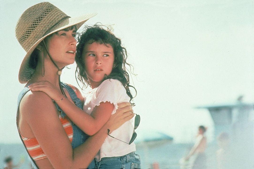 Erin (Demi Moore, l.) würde alles für das alleinige Sorgerecht für ihre Tochter (Rumer Willis, r.) tun: Sie strippt nachts sogar, um den Prozess fin...