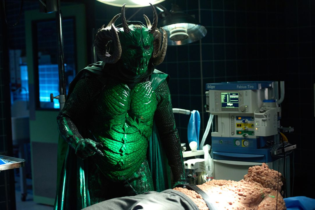 Als erneut das grüne Monster (Riley Schmidt) im Krankenhaus auftaucht, sucht Munsch die jetzige FBI-Agentin Denise Hemphill auf und die hat eine gan... - Bildquelle: 2016 Fox and its related entities.  All rights reserved.