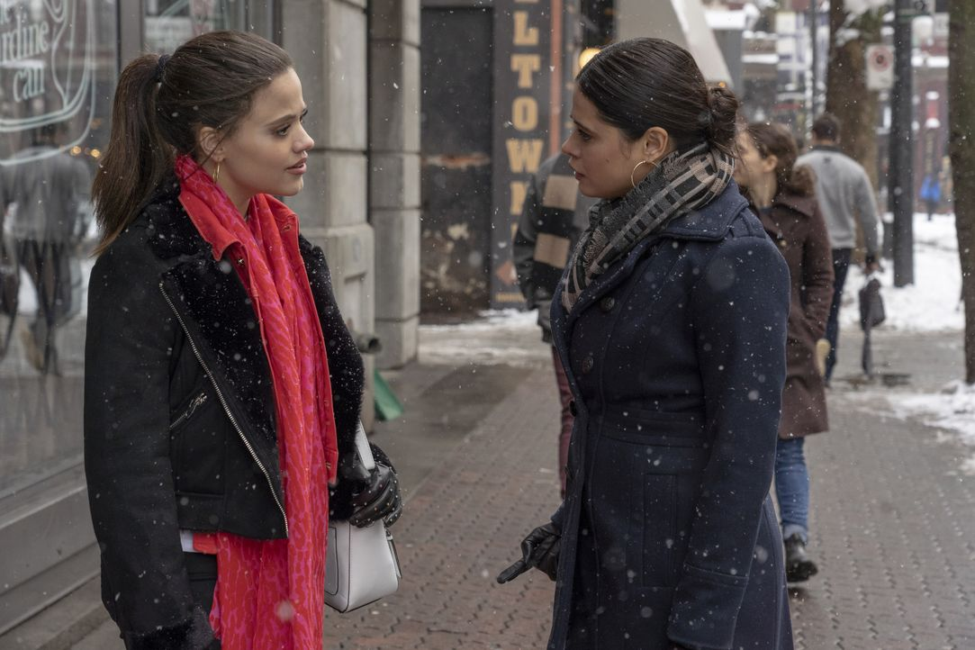 Maggie Vera (Sarah Jeffery, l.); Mel Vera (Melonie Diaz, r.) - Bildquelle: Colin Bentley 2019 The CW Network, LLC. All rights reserved. / Colin Bentley