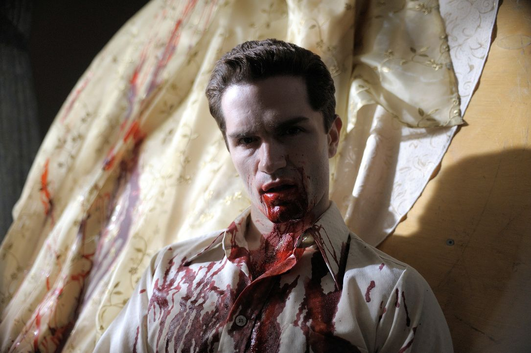 Hat seinen Vampirtrieb nicht immer unter Kontrolle: Aidan (Sam Witwer) ... - Bildquelle: Phillipe Bosse Syfy Channel