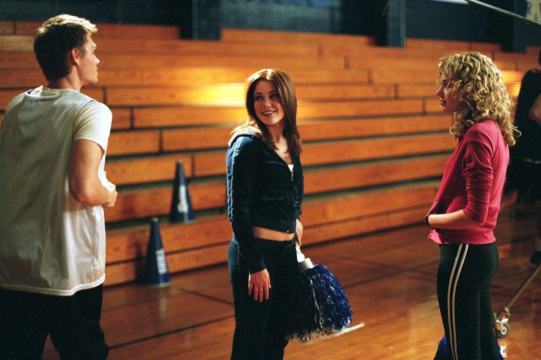 Lucas (Chad Michael Murray, l.) beste Freundin Peyton (Hilarie Burton, r.), kommt nicht ganz damit klar, dass er und Brooke (Sophia Bush, M.) ein Pa... - Bildquelle: Warner Bros. Pictures