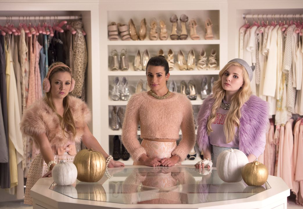 Ein Leben ohne Chanel als Präsidentin? Können sich das Chanel #3 (Billie Lourd, l.), Hester (Lea Michele, M.) und Chanel #5 (Abigail Breslin, r.) üb... - Bildquelle: 2015 Fox and its related entities.  All rights reserved.