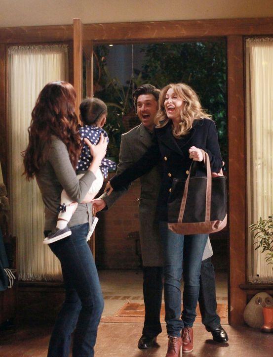 Damit Meredith (Ellen Pompeo, r.) und Derek (Patrick Dempsey, 2.v.r.) mal wieder eine Nacht für sich haben können, übernimmt Lexie (Chyler Leigh, l.... - Bildquelle: ABC Studios