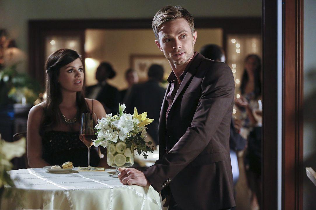 Zoe (Rachel Bilson, l.) trifft eine Entscheidung, mit der nicht einmal Wade (Wilson Bethel, r.) gerechnet hätte ... - Bildquelle: 2014 Warner Brothers