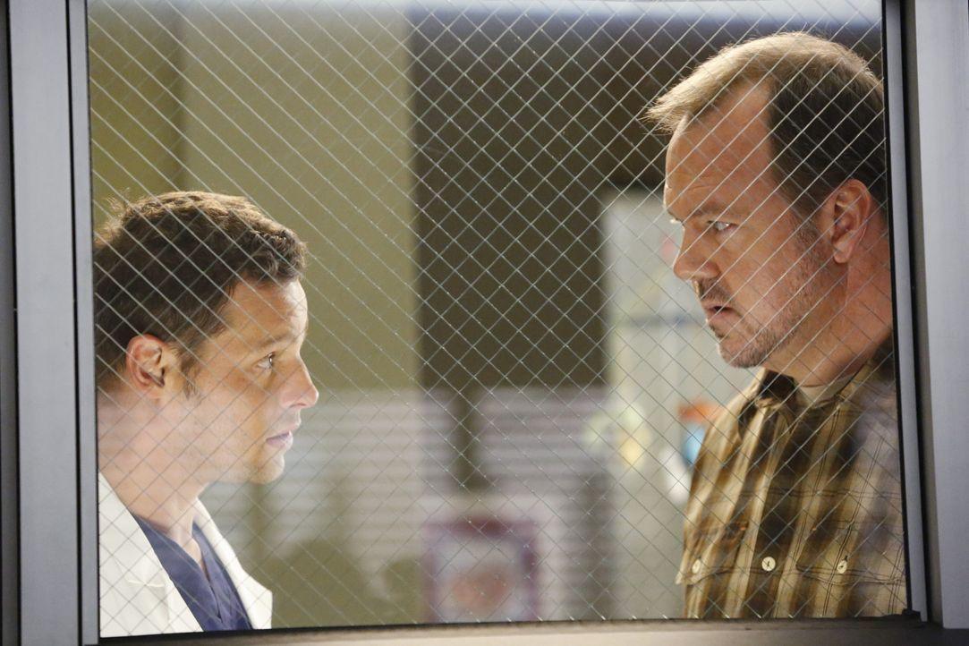 Während April und Jackson eine schwierige Entscheidung hinsichtlich ihres ungeborenen Babys fällen müssen, kümmert sich Alex (Justin Chambers, l.) u... - Bildquelle: ABC Studios