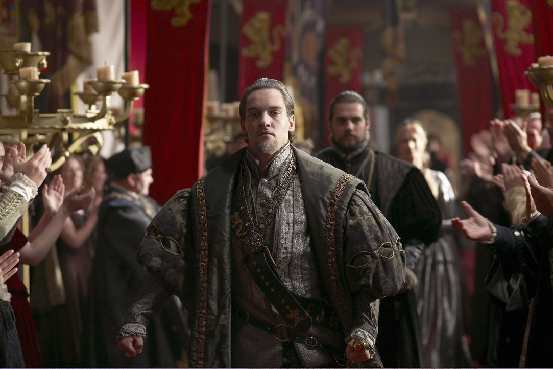 Die Belagerung von Boulogne geht zu Ende und König Henry (Jonathan Rhys Meyers, vorne) kehrt stolz nach England zurück, doch dort erwartet ihn der... - Bildquelle: 2010 TM Productions Limited/PA Tudors Inc. An Ireland-Canada Co-Production. All Rights Reserved.
