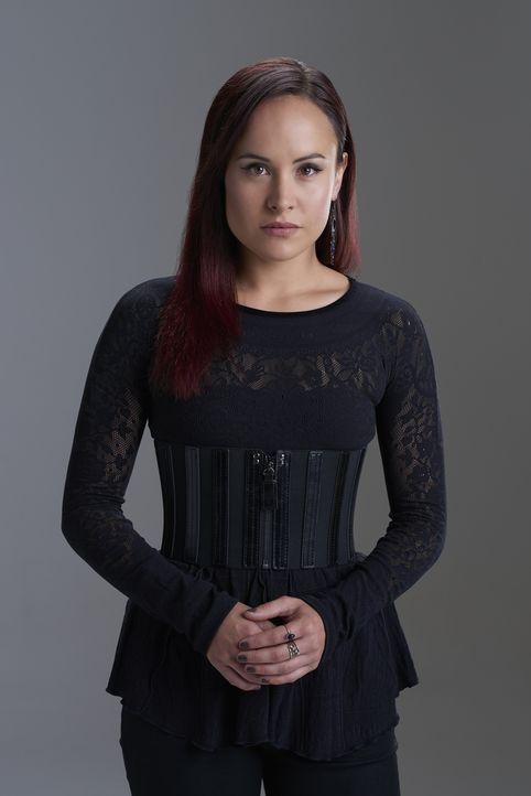 (2. Staffel) - Möchte ihre Vorstellungen eines Hexenzirkels verwirklichen, koste es, was es wolle: Paige Winterbourne (Tommie-Amber Pirie) ... - Bildquelle: 2015 She-Wolf Season 2 Productions Inc.