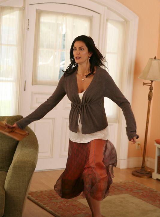 Nachdem Susan (Teri Hatcher) erfährt, dass ihr Cousin Tim vor kurzem seinen Job verloren hat, weil er mit der 18-jährigen Tochter seines Bosses liie... - Bildquelle: ABC Studios