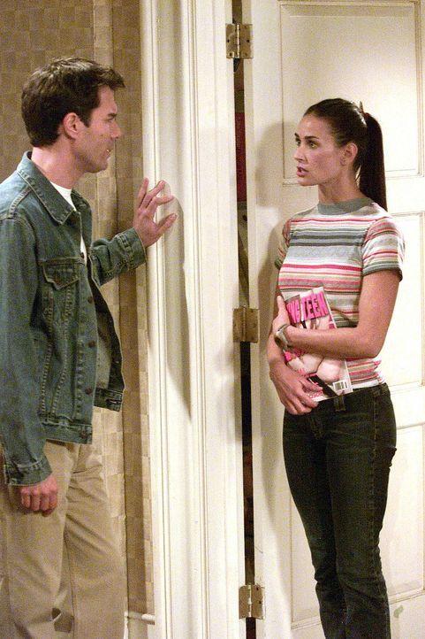 Jack (Sean Hayes, l.) macht eine freudige Begegnung: Er trifft seine Babysitterin Sissi Palmer-Ginsburg (Demi Moore, r.) nach vielen Jahren wieder ... - Bildquelle: NBC Productions