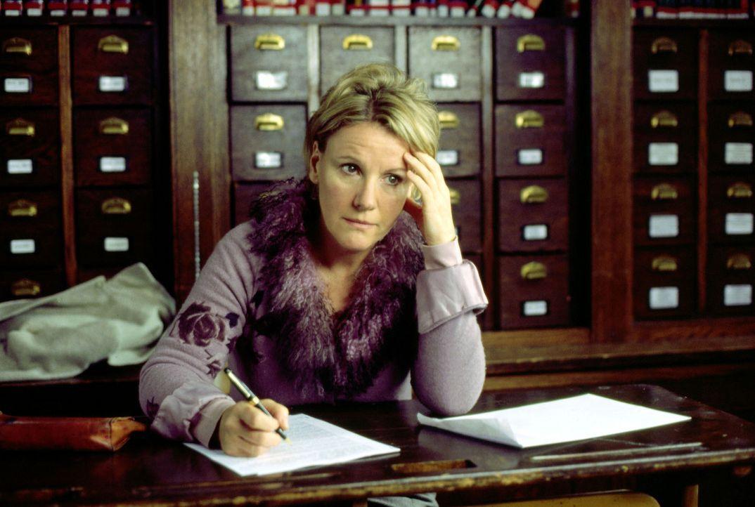 Helen (Mariele Millowitsch) stellt bei der Prüfung an der Uni fest, dass sie ihr Leben leider nicht im Griff hat ... - Bildquelle: Sat.1