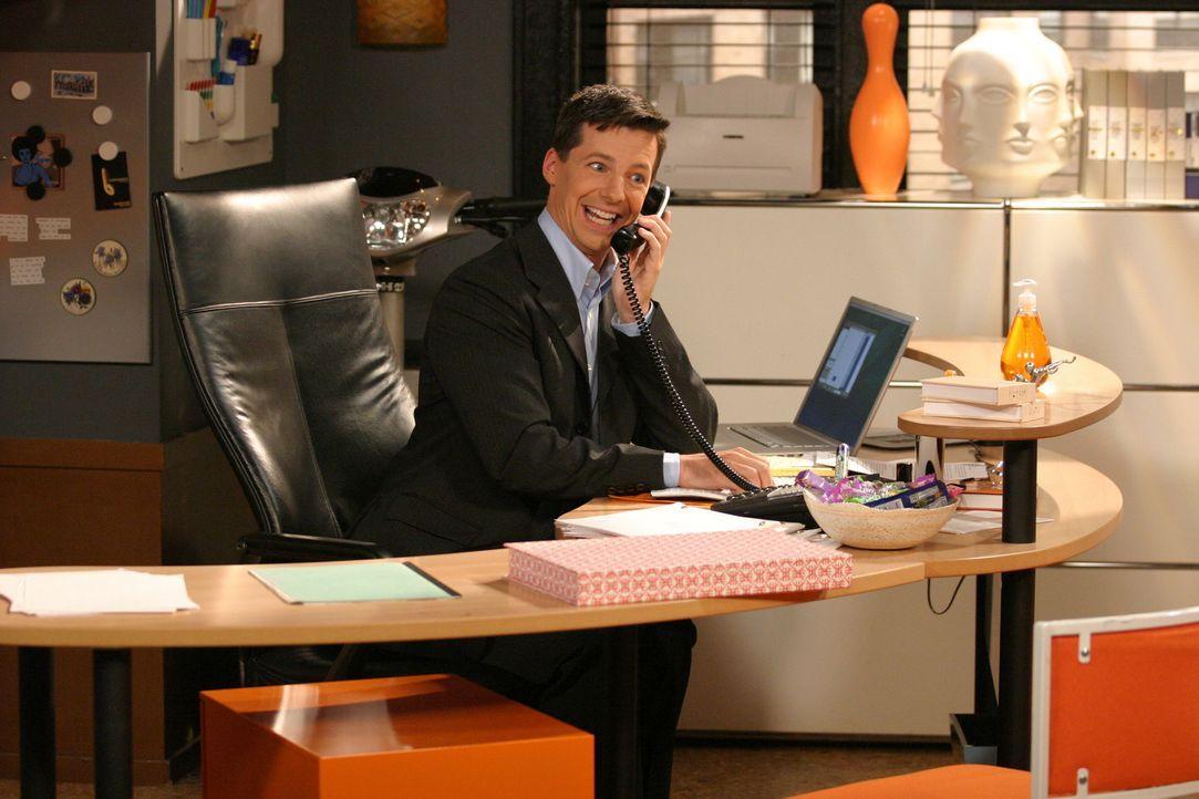 Obwohl Jack (Sean Hayes) seinen neuen Job liebt, hat er große Probleme mit seinem Selbstbewusstsein, da seine Kollegen alle viel schlauer sind als e... - Bildquelle: Justin Lubin 2003 NBC, Inc. All rights reserved.