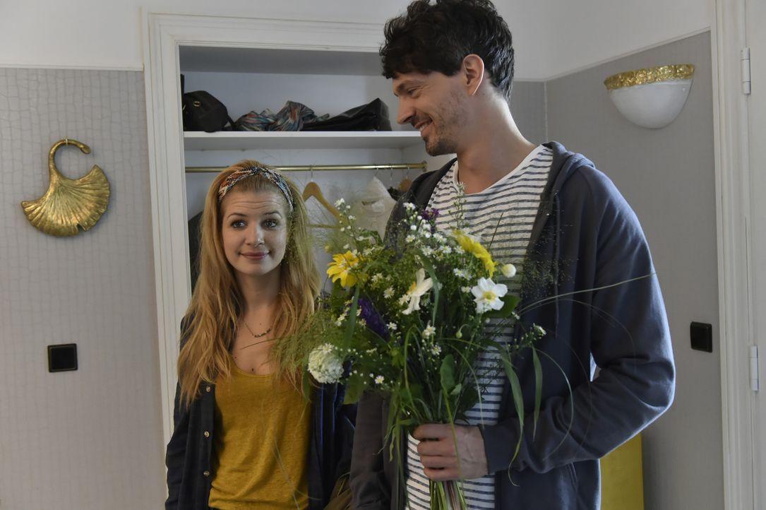 Wärmt Mila (Susan Sideropoulos, l.) ihre Beziehung mit Marko (Martin Bruecker, r.) wieder auf? - Bildquelle: Claudius Pflug Sixx