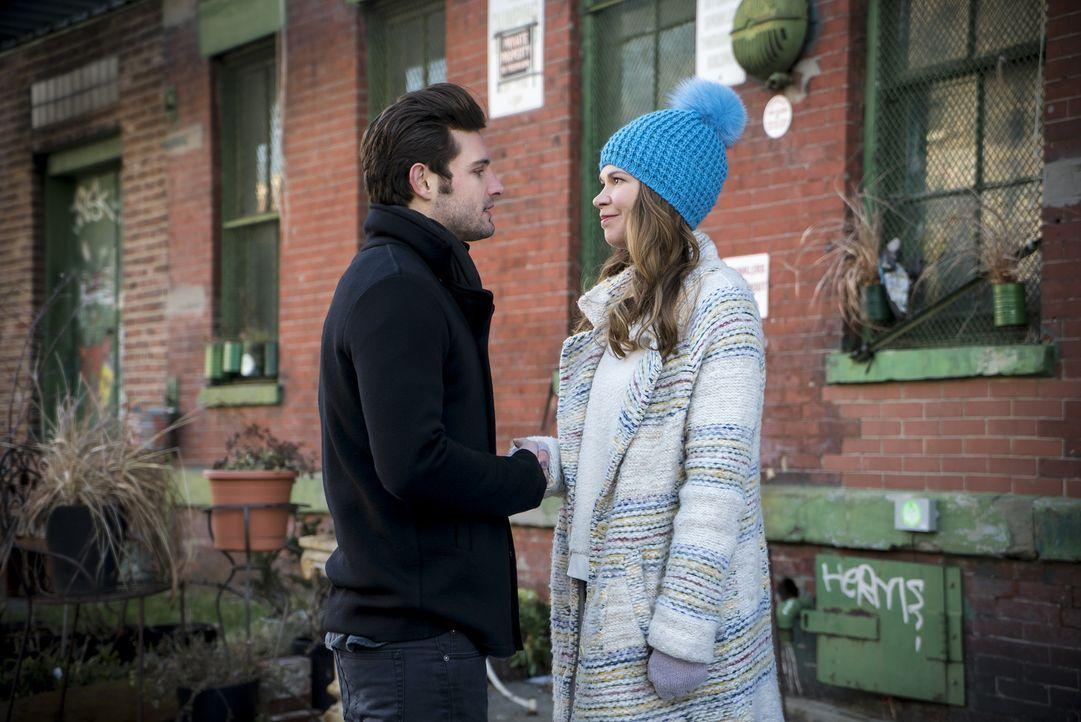 Als ihre Lügen drohen, aufzufliegen, versucht Liza (Sutton Foster, r.) verzweifelt zu retten, was zu retten ist, denn es steht nicht nur ihr Berufsl... - Bildquelle: Hudson Street Productions Inc 2015