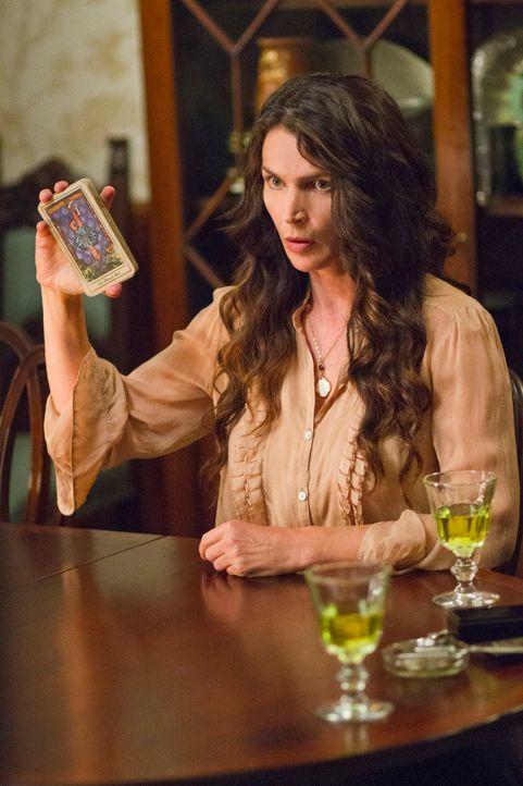 Die Karten prophezeien Joanna (Julia Ormond) und ihren Töchtern nichts Gutes ... - Bildquelle: 2013 Twentieth Century Fox Film Corporation. All rights reserved.