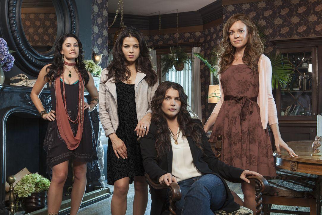 (1. Staffel) - Eine magische Familie (v.l.n.r.): Wendy (Mädchen Amick), Freya (Jenna Dewan-Tatum), Joanna (Julia Ormond) und Ingrid (Rachel Boston)... - Bildquelle: 2013 Lifetime Entertainment Services, LLC. All rights reserved.