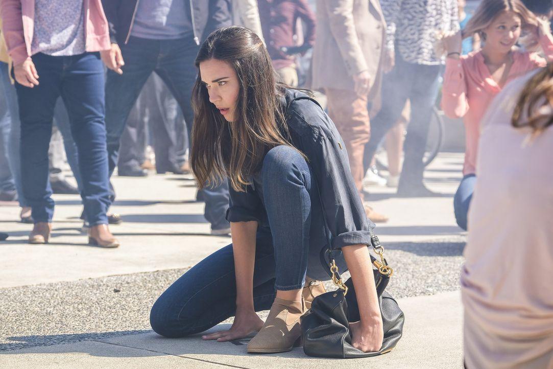 Während Kara eine lebensverändernde Entscheidung trifft, macht die junge Samantha (Odette Annable) eine erstaunliche Entdeckung ... - Bildquelle: 2017 Warner Bros.