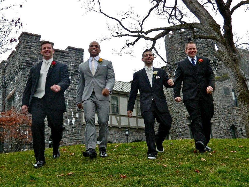 Jeder der vier Bräutigame glaubt, die perfekte Hochzeit organisiert zu haben, doch wer wird auch die Konkurrenz davon überzeugen können: John (l.),... - Bildquelle: Richard Vagg DCL
