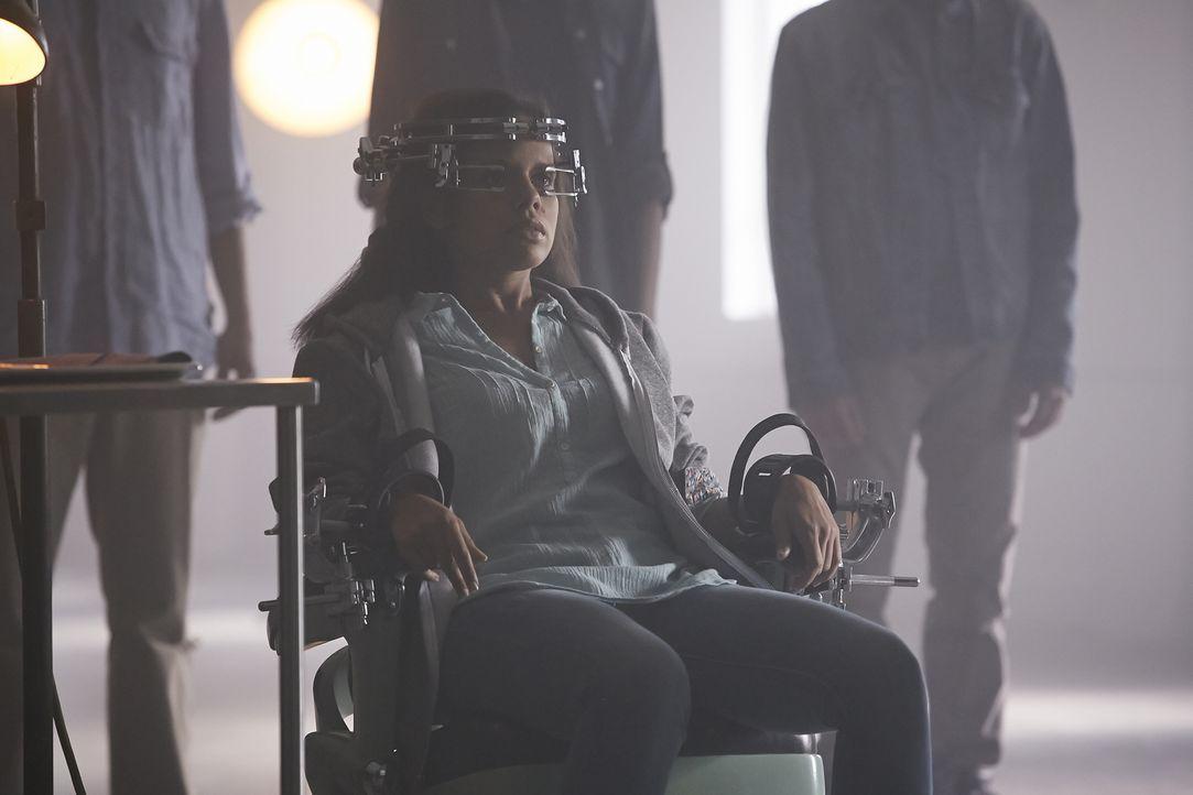 Für welche Zwecke braucht Aleister die werdende Mutter Rachel (Genelle Williams) wirklich? - Bildquelle: 2015 She-Wolf Season 2 Productions Inc.