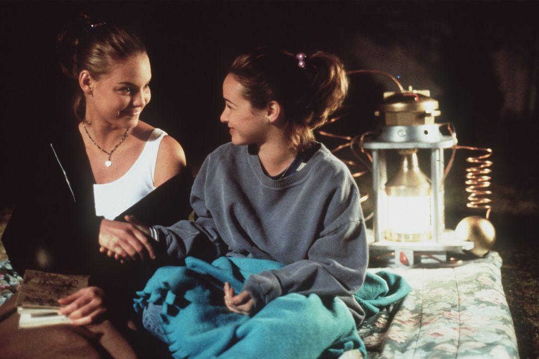 Nach dem ersten Schock über den Körpertausch beschließen Alexia (Katherine Heigl, l.) und Hayley (Danielle Harris, r.), die Sensation für sich z... - Bildquelle: Leucadia Film Corporation