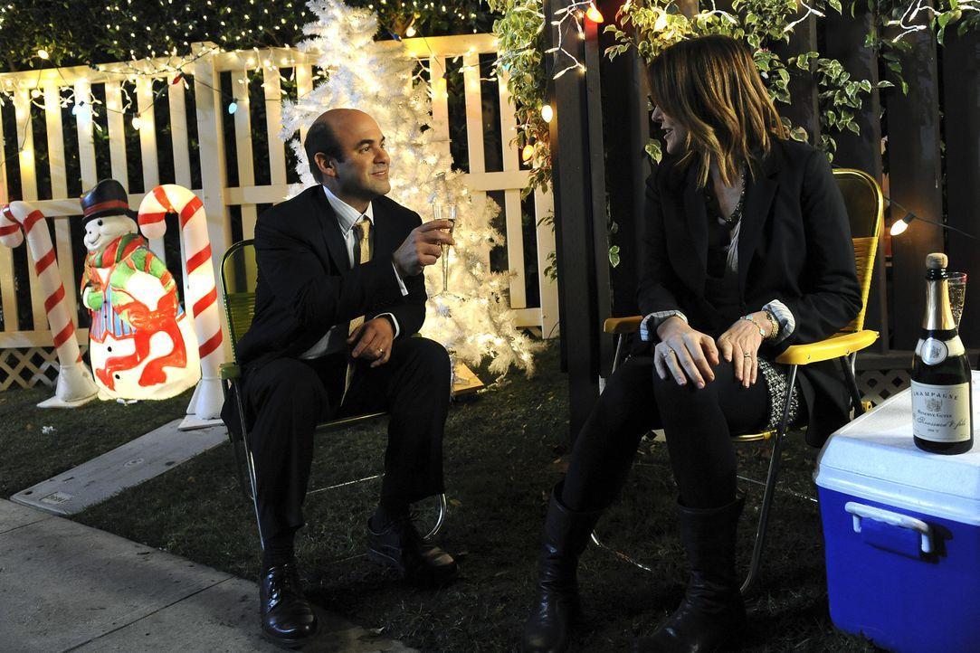 Das ungleiche Paar Andy (Ian Gomez, l.) und Ellie (Christa Miller, r.) verbringen, dank Grayson, einen ganz besonderen Valentinstag ... - Bildquelle: 2009 ABC INC.