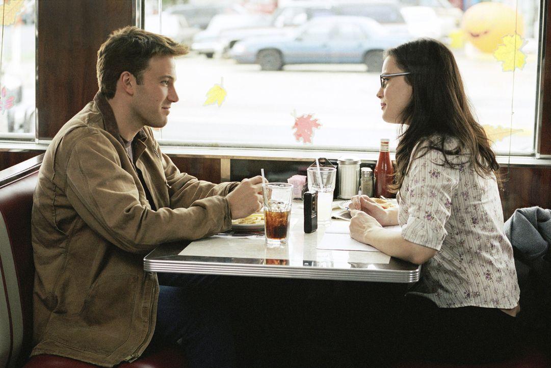 Durch Maya (Liv Tyler, r.) findet Ollie (Ben Affleck, l.) wieder Freude am Leben ... - Bildquelle: Peter Sorel Miramax Films. All rights reserved