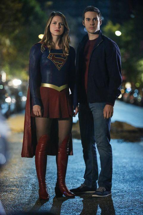 Werden sich Supergirl (Melissa Benoist, l.) und ihr Lehrling Mon-El (Chris Wood, r.) doch noch vertragen? - Bildquelle: 2016 Warner Bros. Entertainment, Inc.