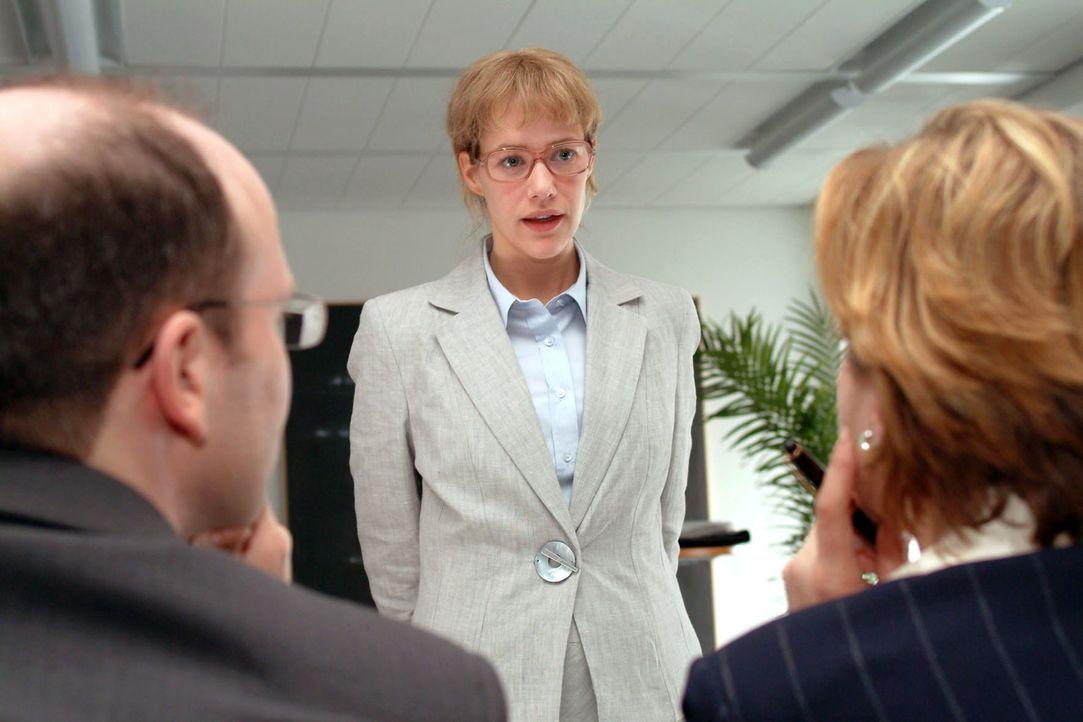 Das Kostüm sitzt - aber ob Lisa (Alexandra Neldel) beim Banktermin überzeugen und den Kredit einstreichen kann? (Dieses Foto von Alexandra Neldel... - Bildquelle: Sat.1