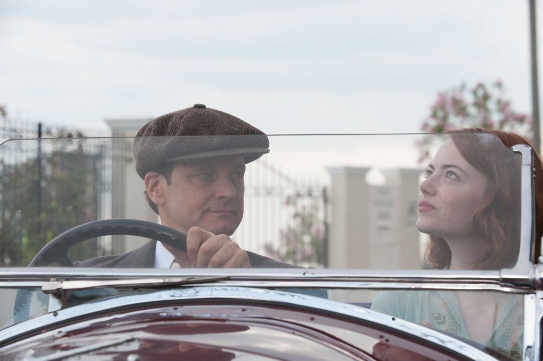 Der Magier Stanley Crawford (Colin Firth, l.) wird von einem Kollegen gebeten, eine angebliche Spiritistin der Betrügerei zu überführen. Doch nachde... - Bildquelle: Warner Bros.