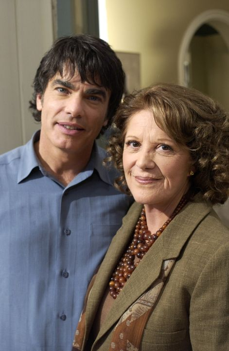 Bei den Cohens hat sich Sandys (Peter Gallagher, l.) Mutter (Linda Lavin, r.) aus New York angekündigt und da das Passah-Fest bevorsteht, bringt da... - Bildquelle: Warner Bros. Television