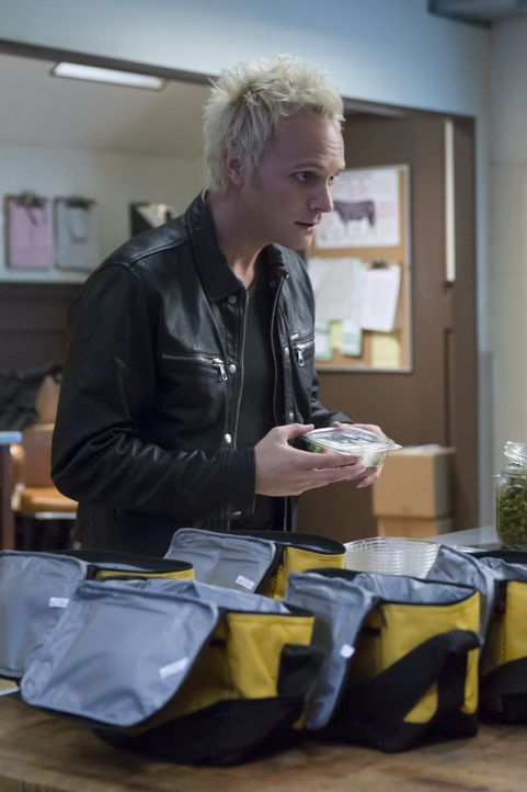 Während Blaine (David Anders) einen Beweis für die Existenz von Zombies zerstören will, wagt Liv es endlich die Wahrheit auszusprechen. Denk sie zum... - Bildquelle: Warner Brothers