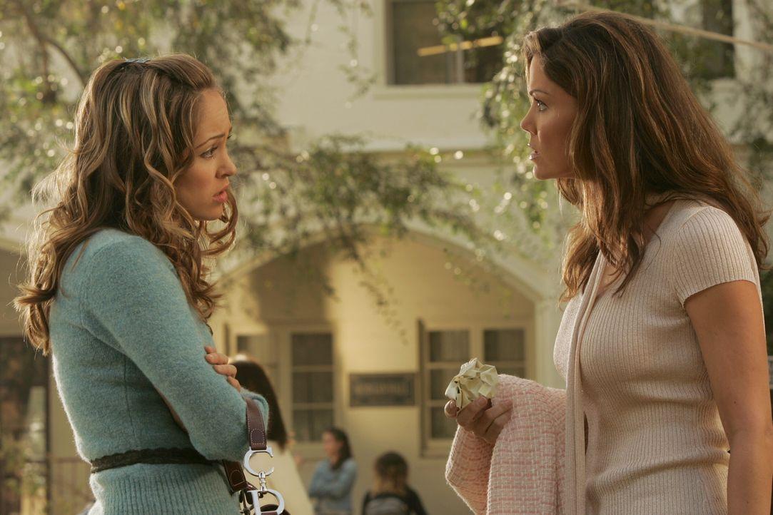 Wegen der 'Befreit Marissa'-Kampagne bekommt Taylor (Autumn Reeser, l.) Ärger mit ihrer Mutter Veronica (Paula Trickey, r.) ... - Bildquelle: Warner Bros. Television