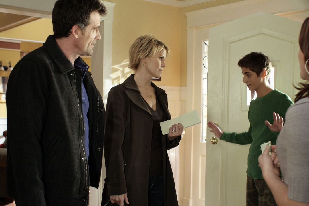 Vermissen Kyle: Nicole (Marguerite MacIntyre, 2.v.l.), Stephen (Bruce Thomas, l.), Lori (April Matson, r.) und Josh (Jean-Luc Bilodeau, 2.v.r.) ... - Bildquelle: TOUCHSTONE TELEVISION
