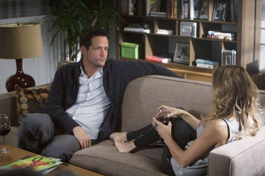 Ist Jules eine Gefährdung für ihre Beziehung von Grayson (Josh Hopkins, l.) und Sara (Sheryl Crow, r.)? - Bildquelle: 2009 ABC INC.