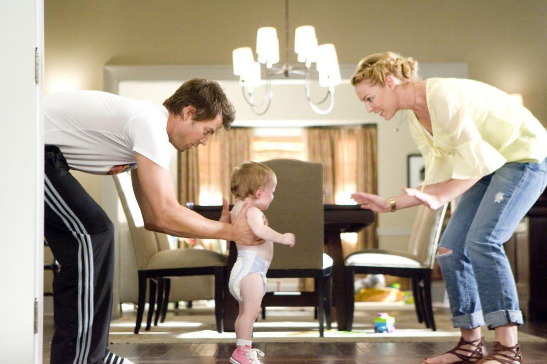 (v.l.n.r.) Eric Messer (Josh Duhamel); Sophie (Alexis, Brynn und Brooke Clagett); Holly Berenson (Katherine Heigl) - Bildquelle: Warner Bros.
