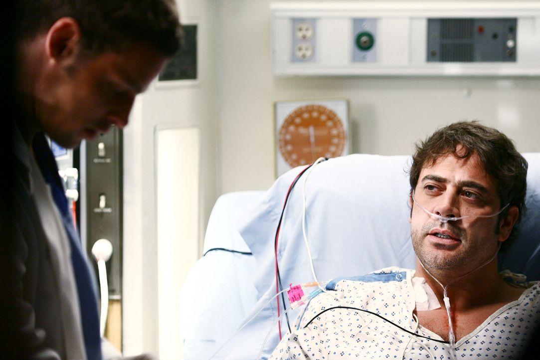 Alex (Justin Chambers, l.) ist eifersüchtig auf Denny Duquette (Jeffrey Dean Morgan, r.) ... - Bildquelle: Touchstone Television