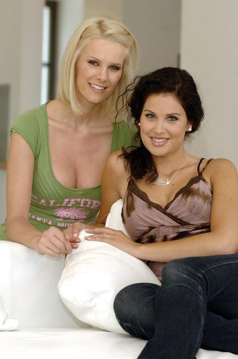 """Monica Ivancan (l.) und Playmate Guiliana (r.) coachen schüchterne Außenseiter in """"Das Model und der Freak"""". - Bildquelle: ProSieben"""