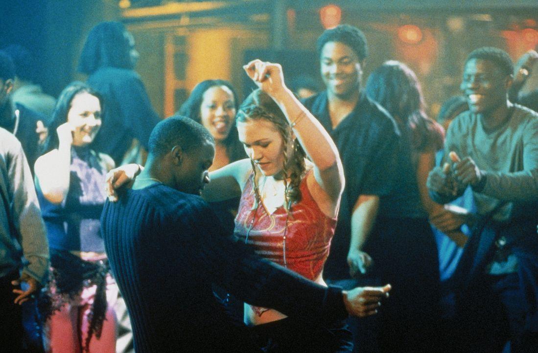 Ballett ist an ihrer neuen Highschool nicht angesagt, aus den Ghettoblastern dröhnt HipHop. Doch schon bald gelingt es Derek (Sean Patrick Thomas,... - Bildquelle: Paramount Pictures