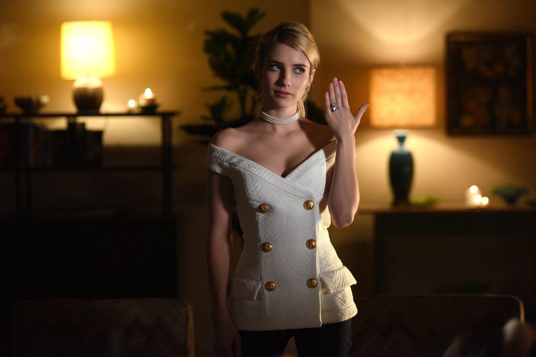 Chanel (Emma Roberts) trifft eine Entscheidung, die ihr ganzes Leben verändern könnte, während Chanel #3 sich noch nicht sicher ist, was sie wirklic... - Bildquelle: 2016 Fox and its related entities.  All rights reserved.