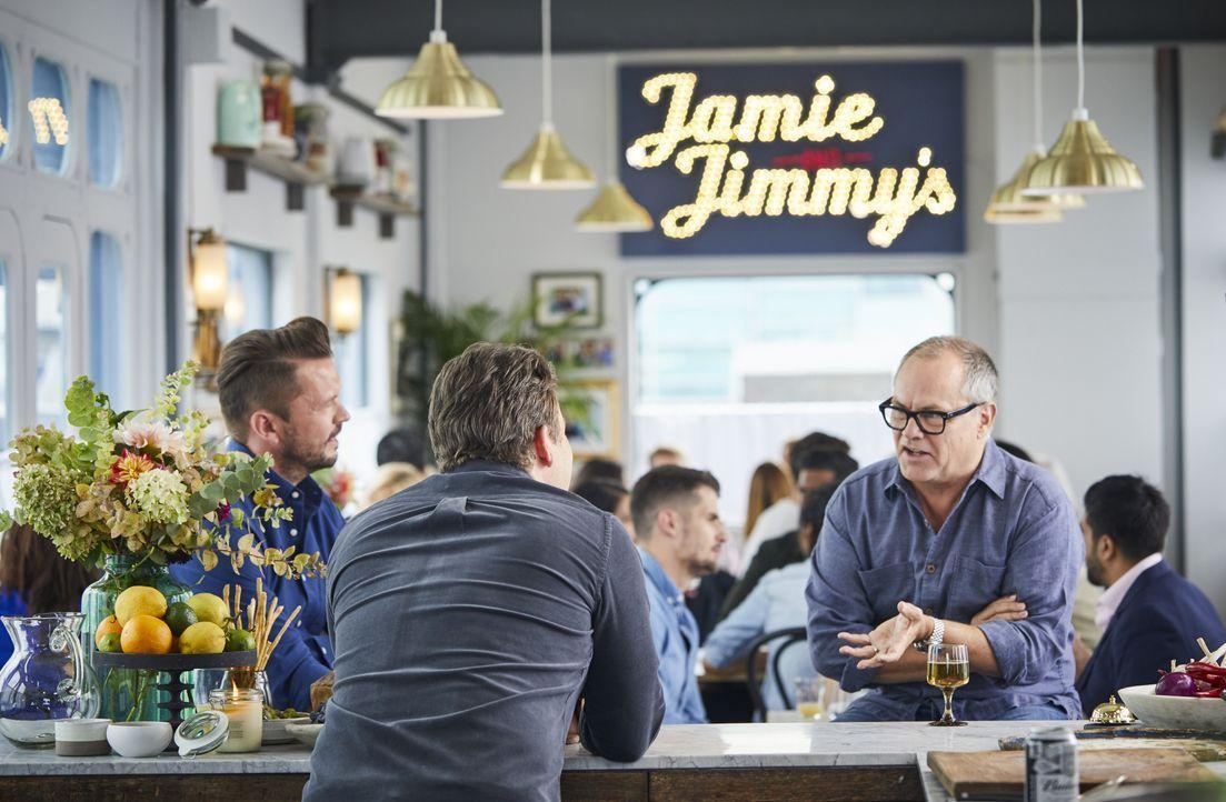 (v.l.n.r.) Jimmy Doherty; Jamie Oliver; Jack Dee - Bildquelle: Steve Ryan 2019 Jamie Oliver Enterprises ltd. / Steve Ryan