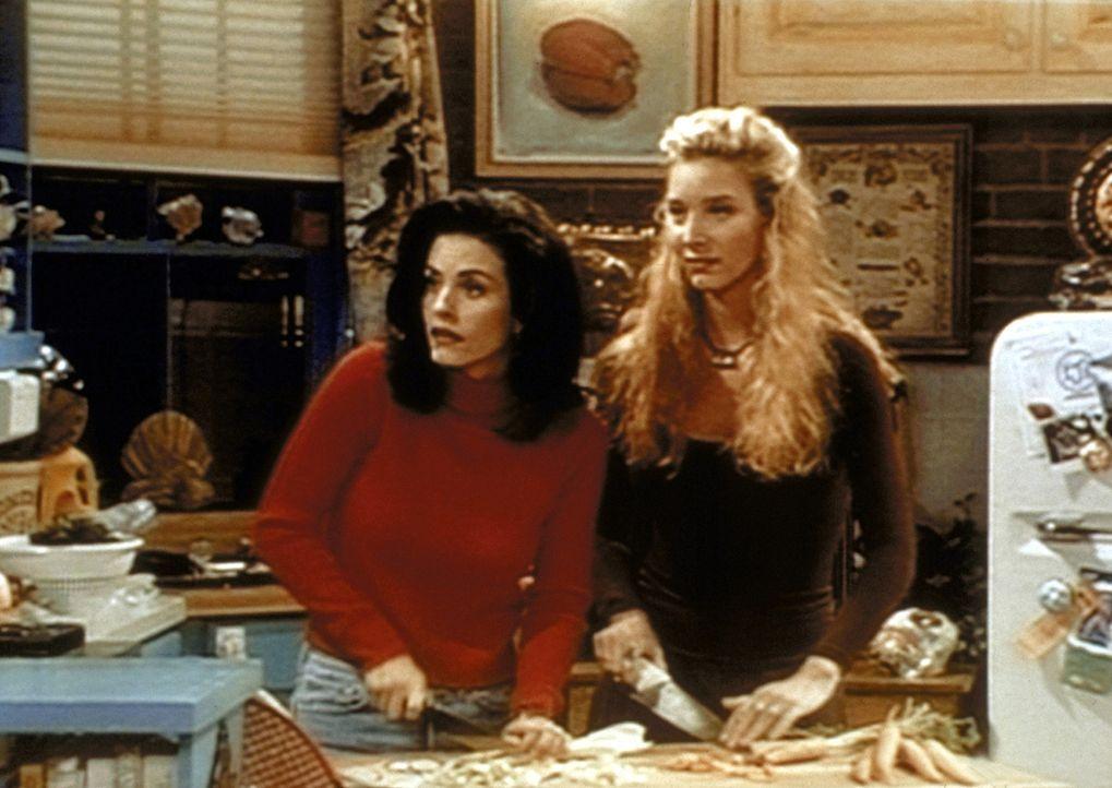 Monica (Courteney Cox, l.) und Phoebe (Lisa Kudrow, r.) versuchen, ihre Kochkünste unter Beweis zu stellen. - Bildquelle: TM+  2000 WARNER BROS.
