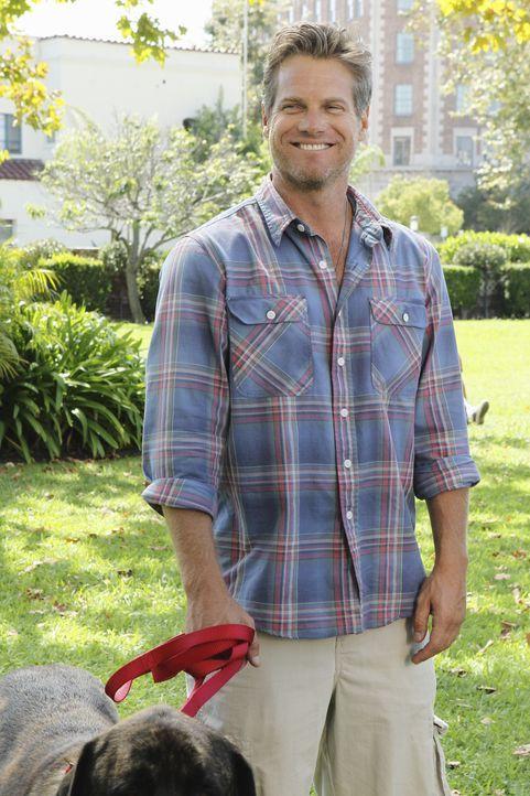 Kommt nicht wirklich damit zu recht, dass Grayson und Jules ein Paar sind: Bobby (Brian Van Holt) ... - Bildquelle: 2010 ABC INC.