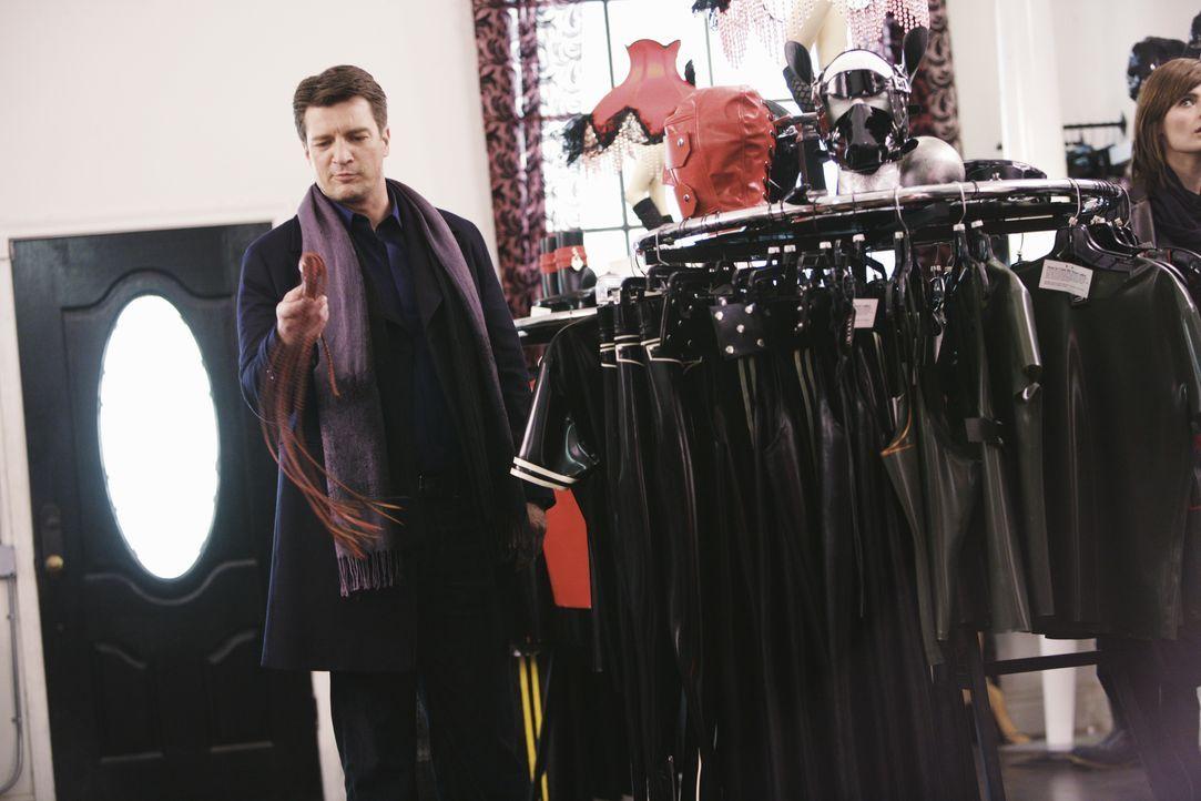 Der neue Fall führt Richard Castle (Nathan Fillion) in einen Zubehörladen für Dominas. - Bildquelle: ABC Studios