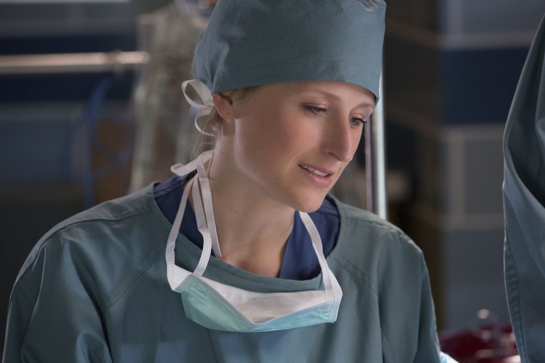 Emily (Mamie Gummer) hat es mit einem tief religiösen Patienten zu tun, der kurz davor ist, vom Glauben abzufallen. Warum hat er einen Herzstillstan... - Bildquelle: Michael Courtney 2012 The CW Network, LLC. All rights reserved.