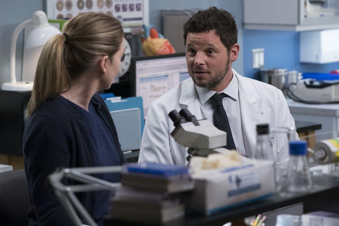 Dr. Meredith Grey (Ellen Pompeo, l.); Dr. Alex Karev (Justin Chambers, r.) - Bildquelle: Eric McCandless ABC Studios / Eric McCandless