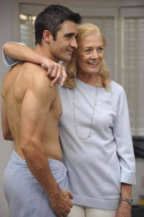 Wollen das Sorgerecht von Annie und Connor - und schrecken dafür vor Nichts zurück: Erica (Vanessa Redgrave, r.) und Renaldo (Gilles Marini, l.) ... - Bildquelle: Warner Bros. Entertainment Inc. All Rights Reserved.