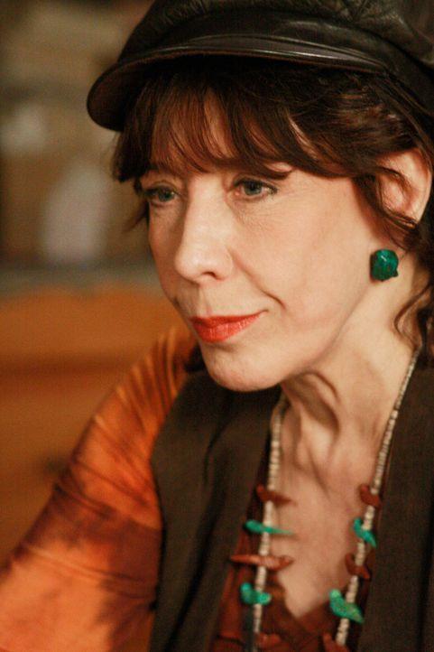 Nach und nach entdeckt Mrs. McCluskeys Schwester Roberta (Lily Tomlin) etwas Beunruhigendes über Dave ... - Bildquelle: ABC Studios