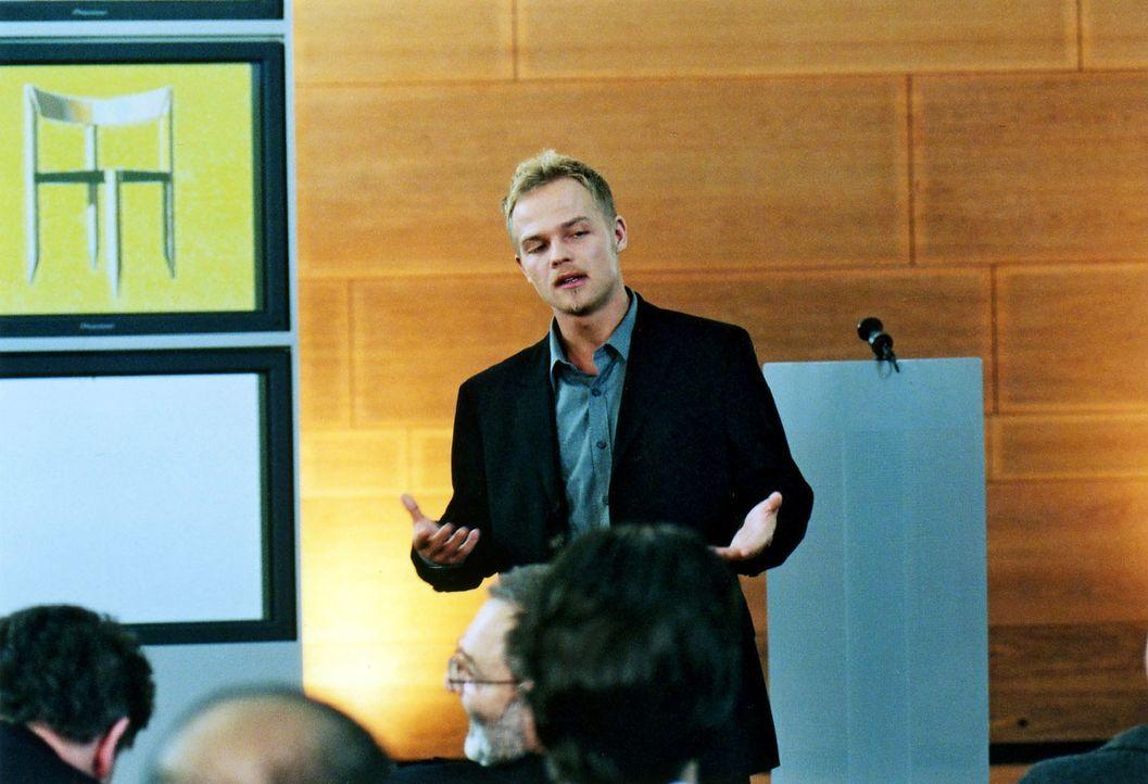 Auf der Jahreshauptversammlung präsentiert Ben (Matthias Koeberlin) den neu entwickelten Stuhl und überzeugt die anwesenden Aktionäre mit seiner... - Bildquelle: Sat.1/Degraa
